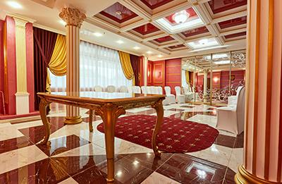 b05143388 Зал расположен в холле гостиницы «Красная» в одном из самых популярных мест  развлечений и шоппинга в Благовещенске, а именно Старом Городе ТРЦ «Острова ».